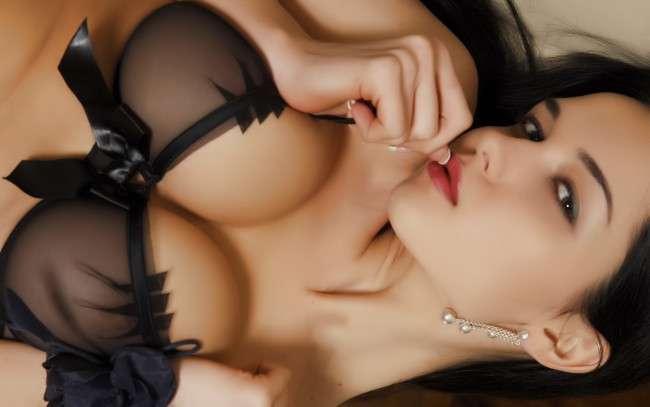 Брюнетка ласкает свою грудь обои.Фото жизнь (light) - BSOD - альбомы и фото